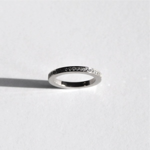 Wedding band. White gold and 30 small diamonds total 0.30ct TWVS.