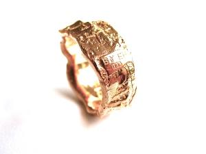 """Golden Stone"" ring in 18k gold."